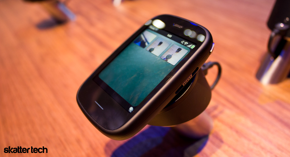 AT&T Picks Up Pint-Sized HP Veer, Pricing And Availability